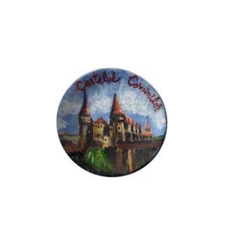 Magnet de frigider din ceramica , pictat manual Castelul Corvinilor , diametrul 6 cm